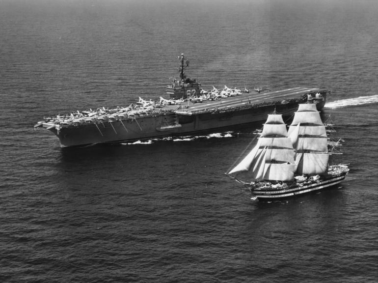 USS_Independence_(CVA-62)_Amerigo_Vespucci.jpg